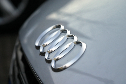Private Cloud Computing - Dailmler and Audi's Cloud Infrastructure
