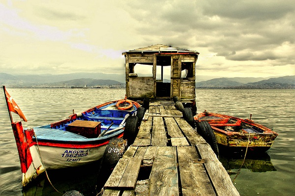 Jetty and Boats HDR Wallpaper
