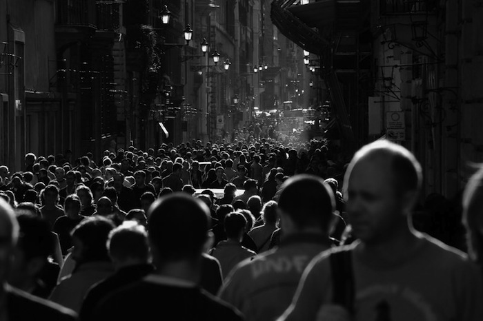 Photographing in a Crowd With Digital Camera