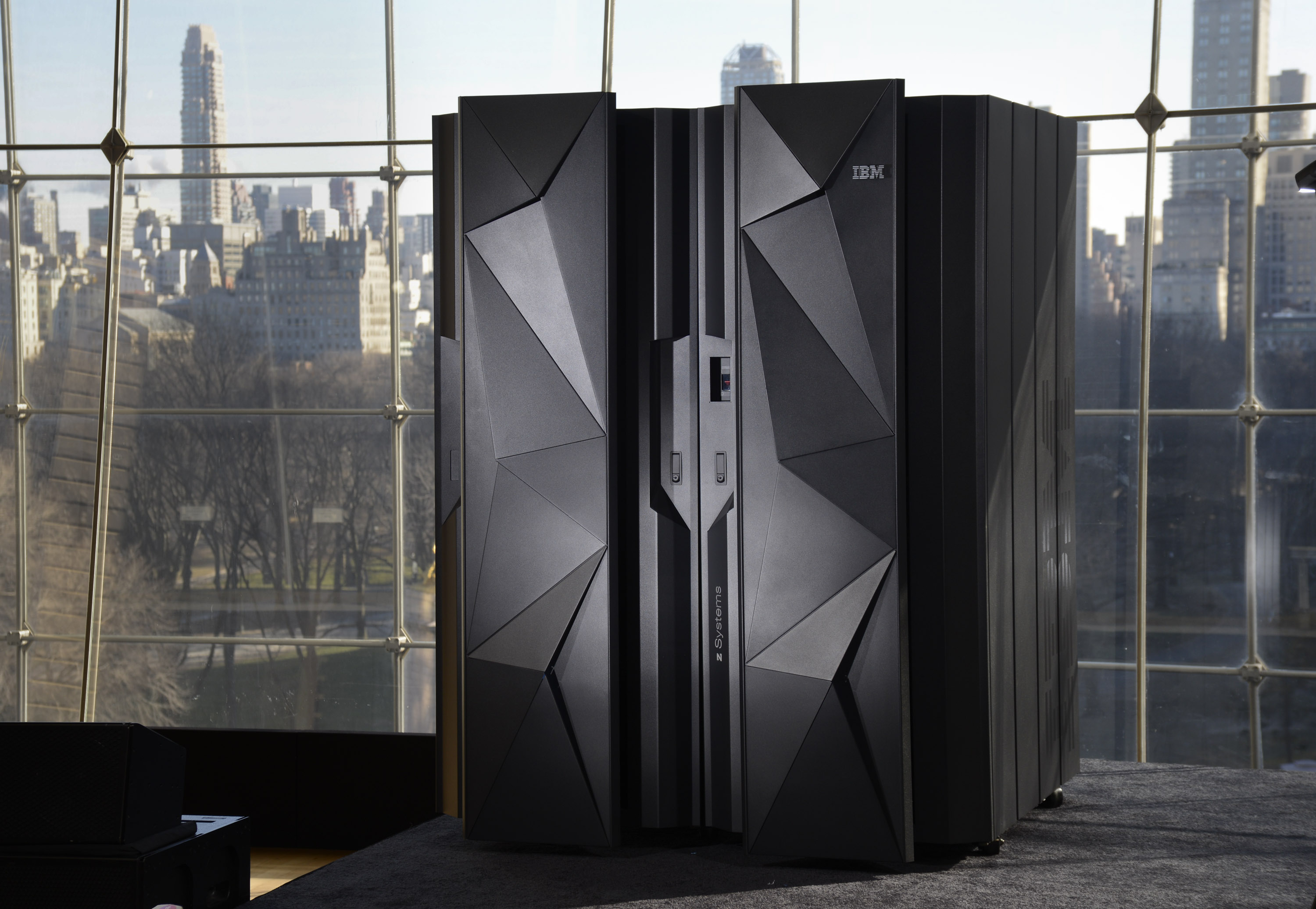 IBM - Queen of Cloud Computing Not Forgetting Mainframe
